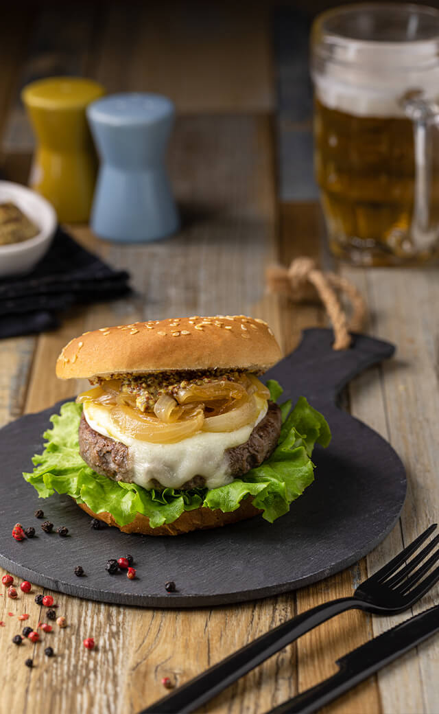 Hamburger scottona gourmet con cipolle caramellate