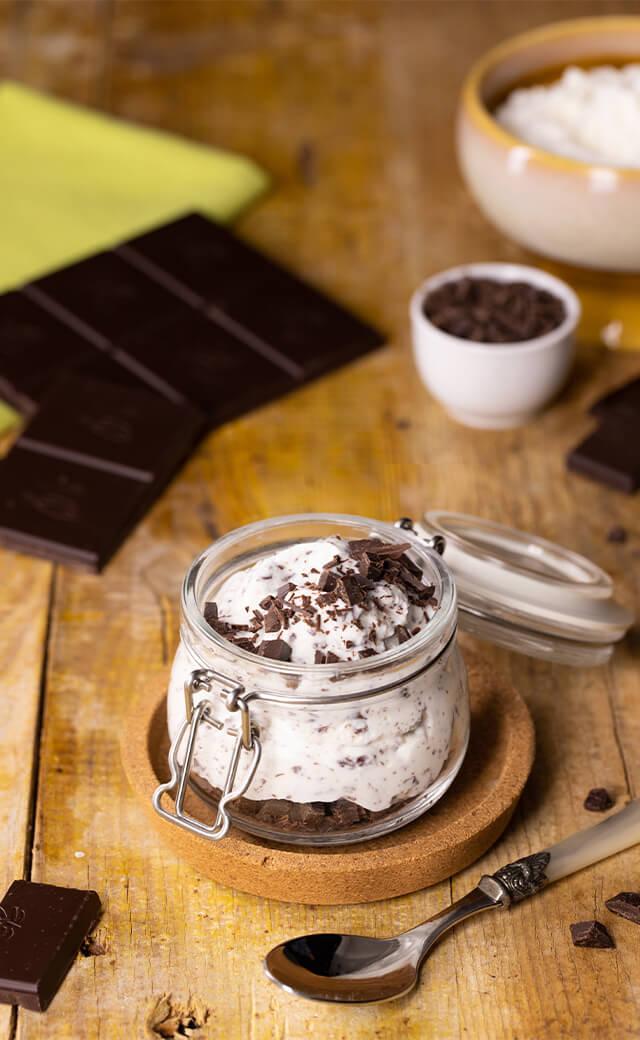 Mousse di ricotta con scaglie di cioccolato fondente