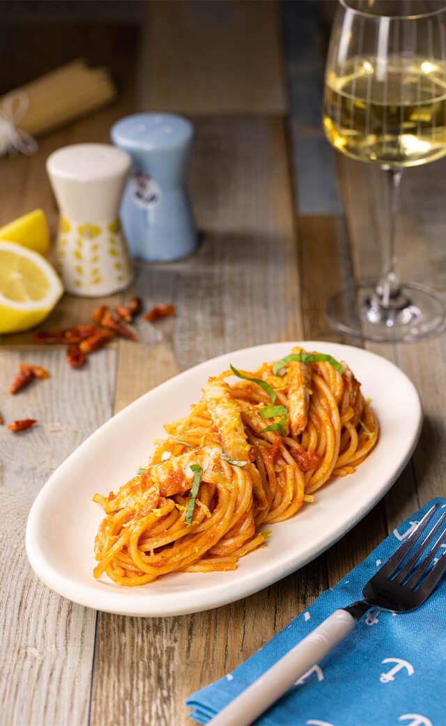 Spaghetti con ragù</br> di branzino