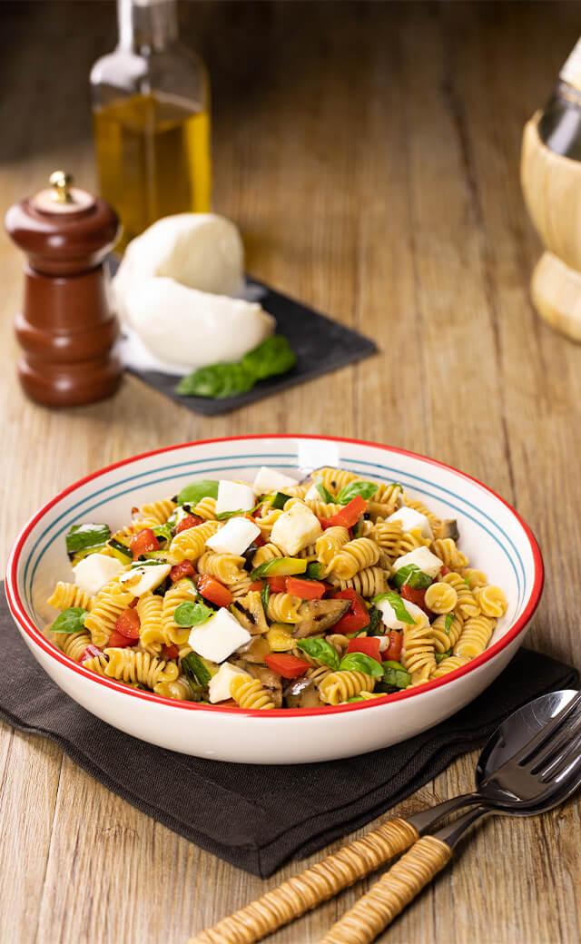 Fusilli di ceci con verdure grigliate e mozzarella
