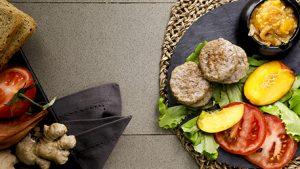 Mini hamburger con chutney di pesche e zenzero